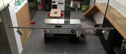 showroom donedesign tecnico de ewxposicion de productos